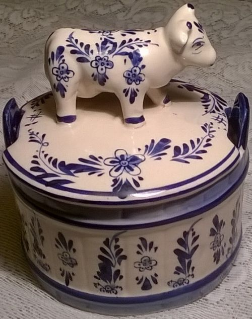 Blue Delft butter dish with cow handle